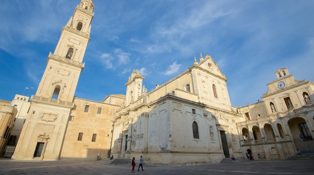 Piazza del Duomo montrant square ou place, éléments religieux et église ou cathédrale