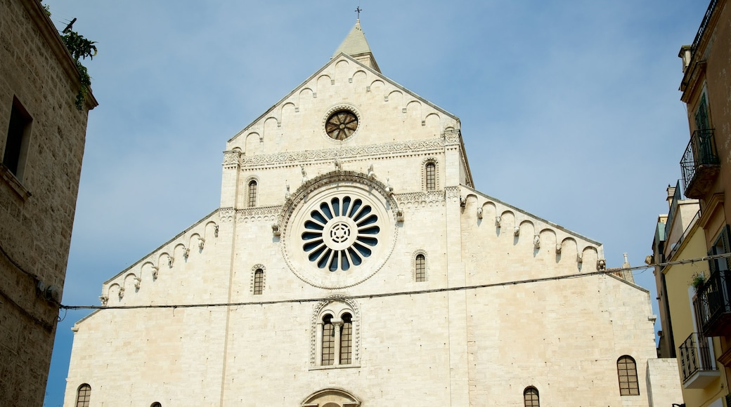 Kathedrale von Bari mit einem historische Architektur, Kirche oder Kathedrale und religiöse Elemente