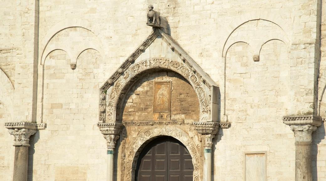 Basilica di san Nicola che include architettura d\'epoca, religiosità e chiesa o cattedrale