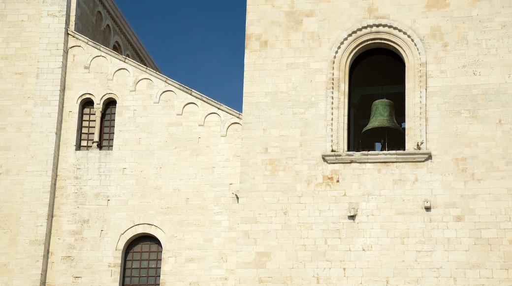 Basilica di san Nicola mostrando architettura d\'epoca, chiesa o cattedrale e religiosità