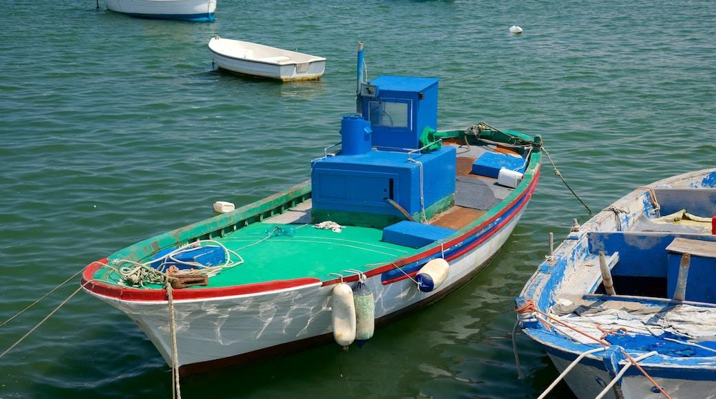 Porto di Bari che include baia e porto