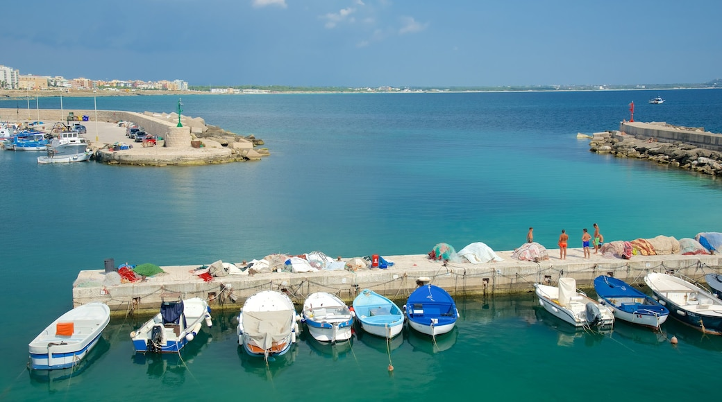 Hafen von Gallipoli mit einem Marina und allgemeine Küstenansicht