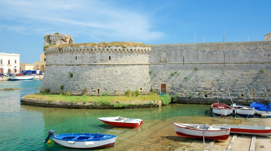 Gallipoli Castle showing general coastal views, heritage architecture and château or palace