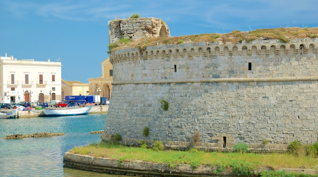 Gallipoli Castle which includes château or palace, general coastal views and heritage architecture