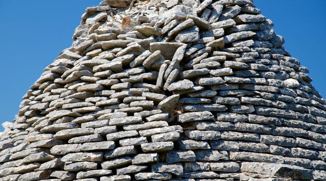 Puglia which includes a ruin