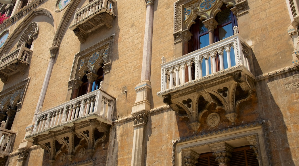 Bari mostrando architettura d\'epoca