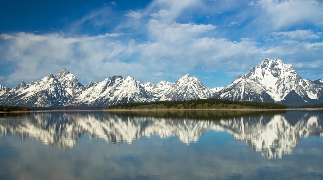 Jackson Hole Mountain Resort featuring snow, a lake or waterhole and mountains