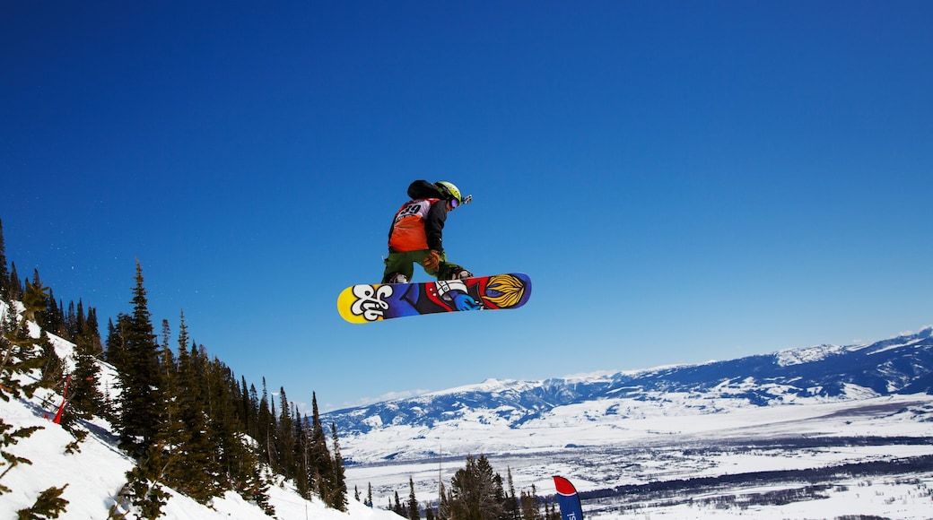 Jackson Hole Mountain Resort which includes snow boarding, landscape views and snow