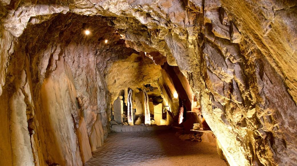 Messner Mountain Museum Firmian mit einem Höhlen und Geschichtliches