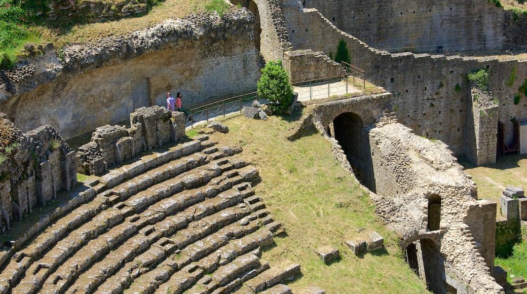 Römisches Theater das einen Theater, Geschichtliches und Gebäuderuinen