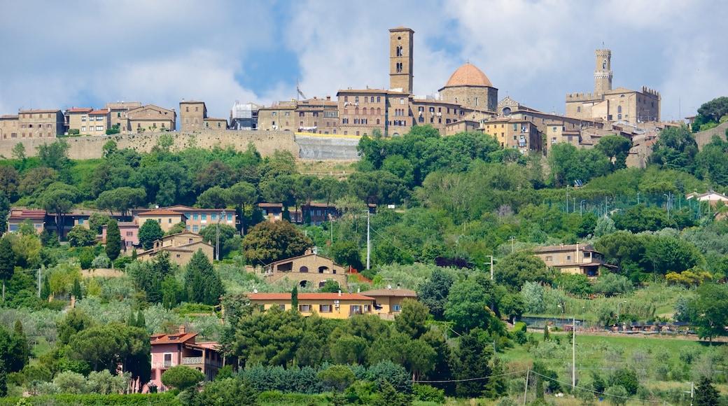 Volterra welches beinhaltet Kleinstadt oder Dorf und Geschichtliches