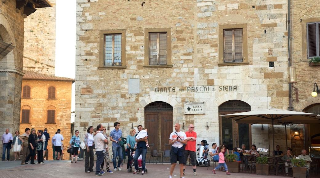 Piazza della Cisterna แสดง บรรยากาศร้านกาแฟและคาเฟ่, เมือง และ ภาพท้องถนน