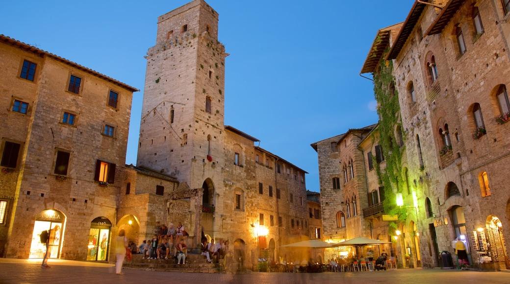 Piazza della Cisterna เนื้อเรื่องที่ มรดกทางสถาปัตยกรรม, รับประทานอาหารนอกบ้าน และ วิวกลางคืน