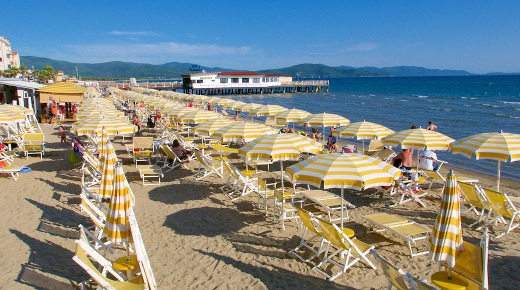 Follonica caratteristiche di vista della costa e spiaggia sabbiosa