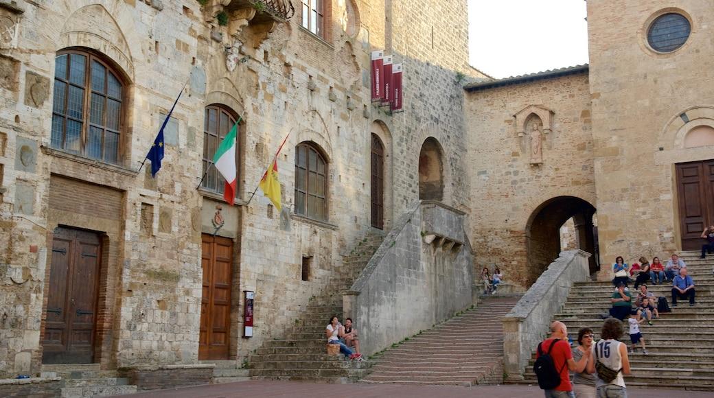 Piazza Duomo เนื้อเรื่องที่ มรดกทางสถาปัตยกรรม ตลอดจน คนกลุ่มเล็ก