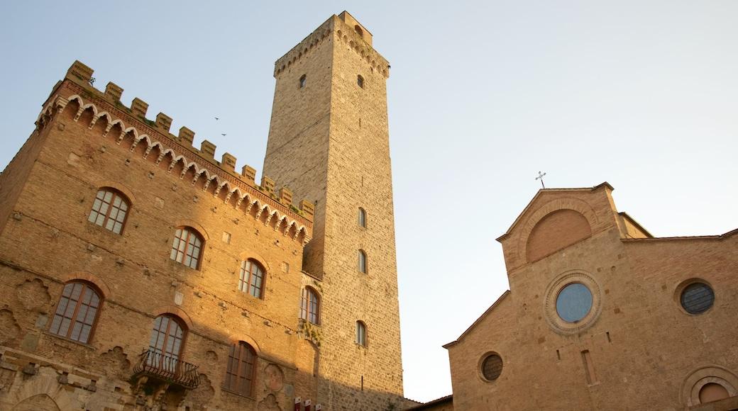 Piazza Duomo ซึ่งรวมถึง มรดกทางสถาปัตยกรรม และ โบสถ์หรือวิหาร