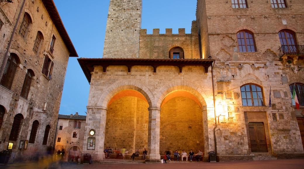 Piazza Duomo ซึ่งรวมถึง มรดกทางสถาปัตยกรรม และ วิวกลางคืน