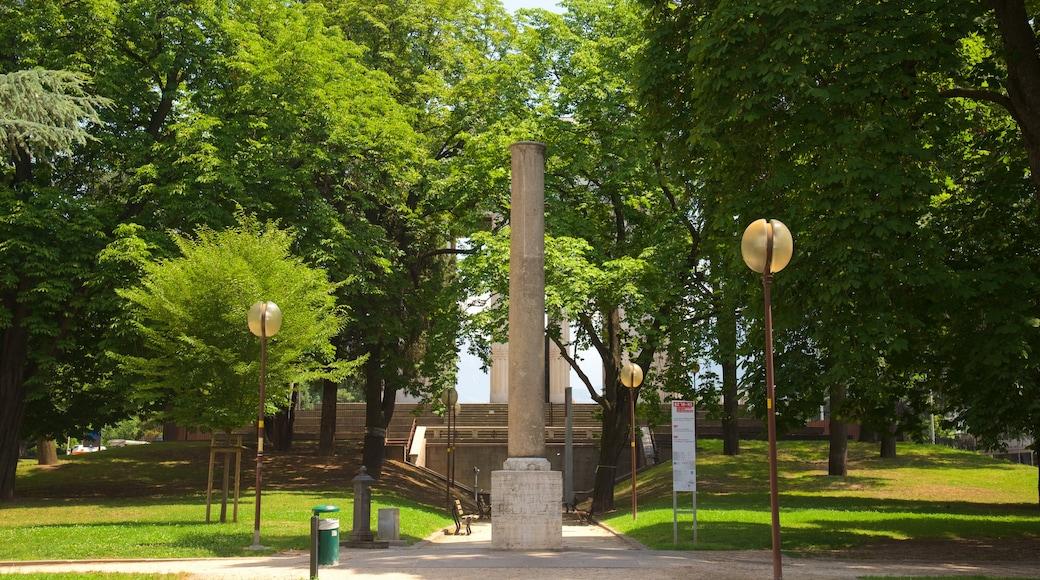 Siegesdenkmal welches beinhaltet Monument und Garten