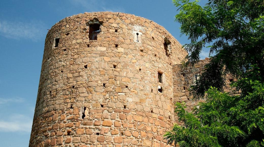 Schloss Sigmundskron welches beinhaltet Palast oder Schloss und historische Architektur