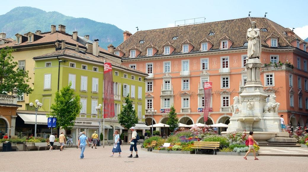 Piazza Walther caratteristiche di architettura d\'epoca, strade e monumento