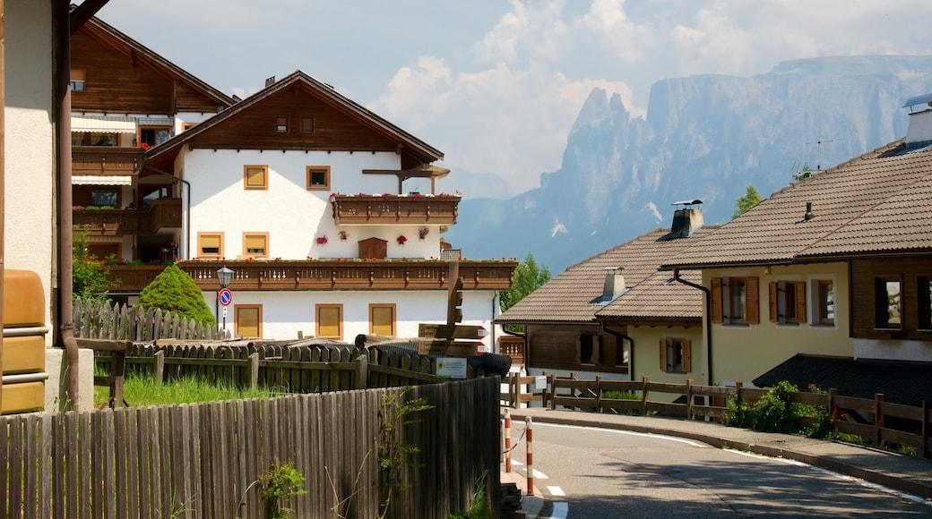 Renon caratteristiche di piccola città o villaggio e casa