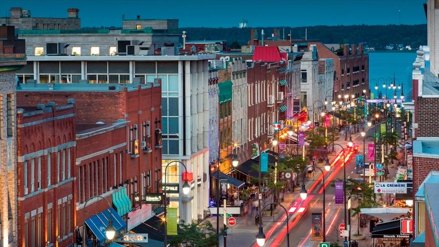 Trois-Rivieres caratteristiche di paesaggio notturno, città e strade