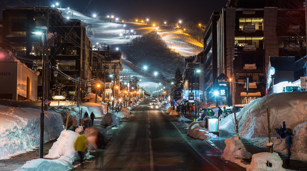 Niseko which includes a city, snow and street scenes