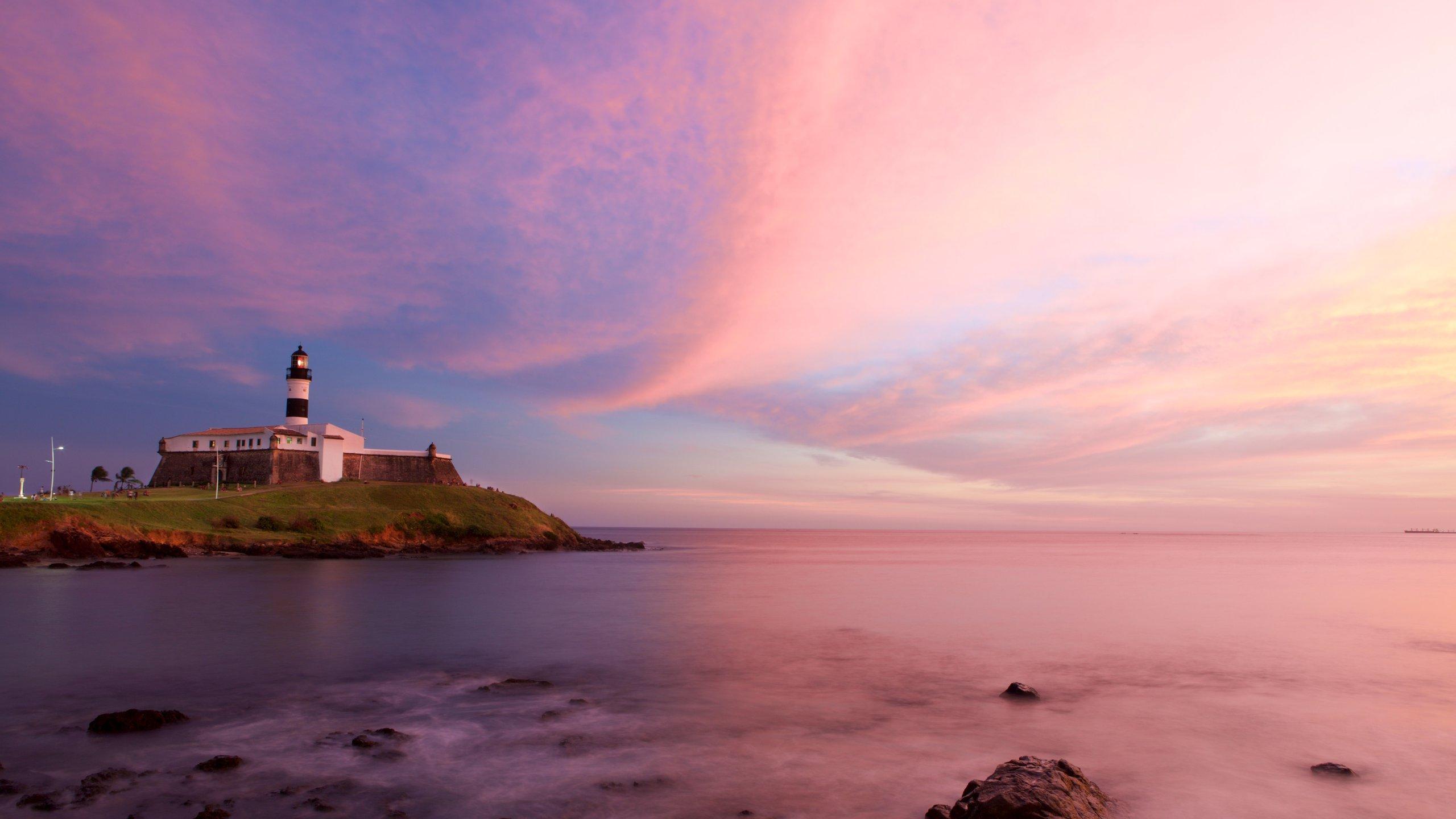 Farol da Barra Beach which includes general coastal views, a lighthouse and a sunset