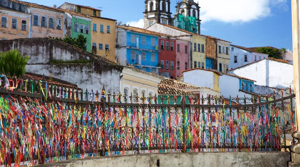 Nossa Senhora do Rosário dos Pretos mostrando arte ao ar livre