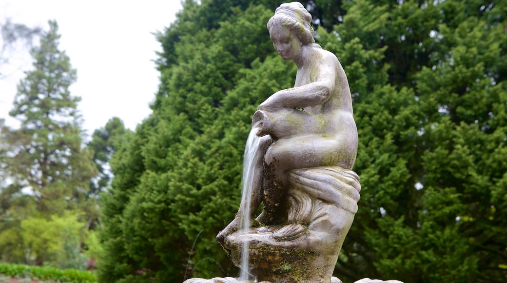 Le Jardin Lavender Park featuring a fountain and a statue or sculpture