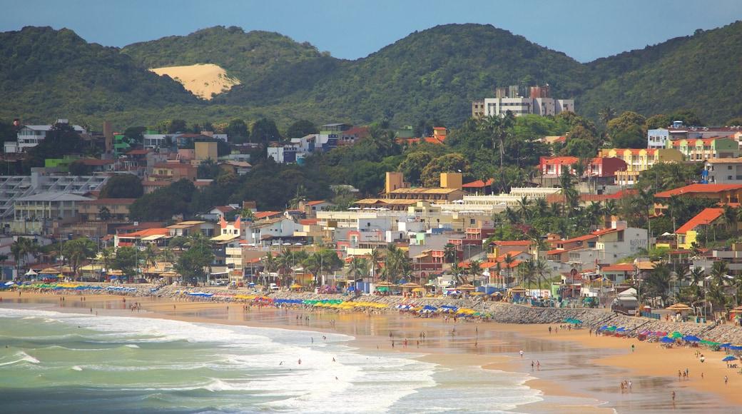 Playa de Ponta Negra que incluye natación, una ciudad costera y una playa