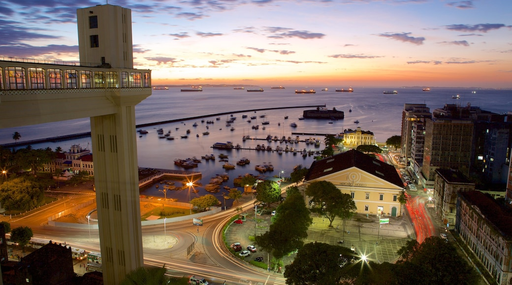 Salvador which includes general coastal views, a coastal town and a marina