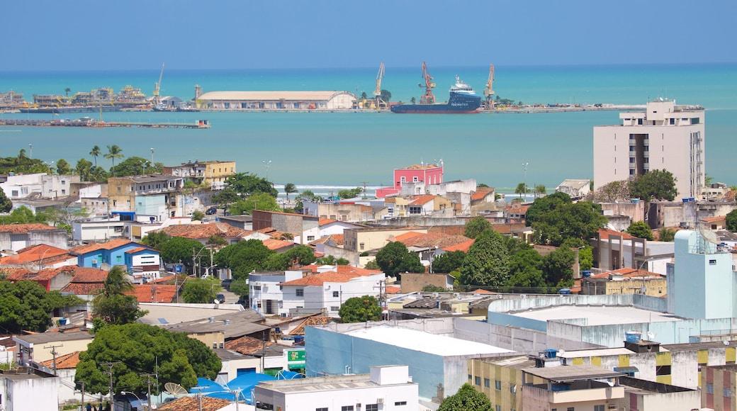 Maceió que incluye elementos industriales, una ciudad costera y vista general a la costa