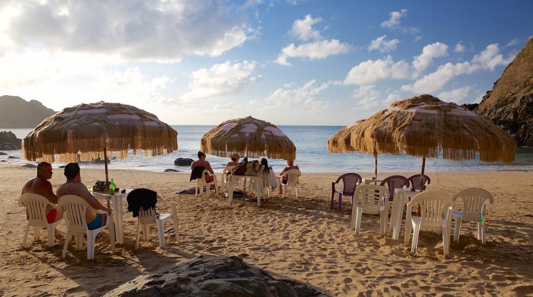 Playa del Cachorro que incluye una playa de arena, vista general a la costa y un hotel de lujo o resort