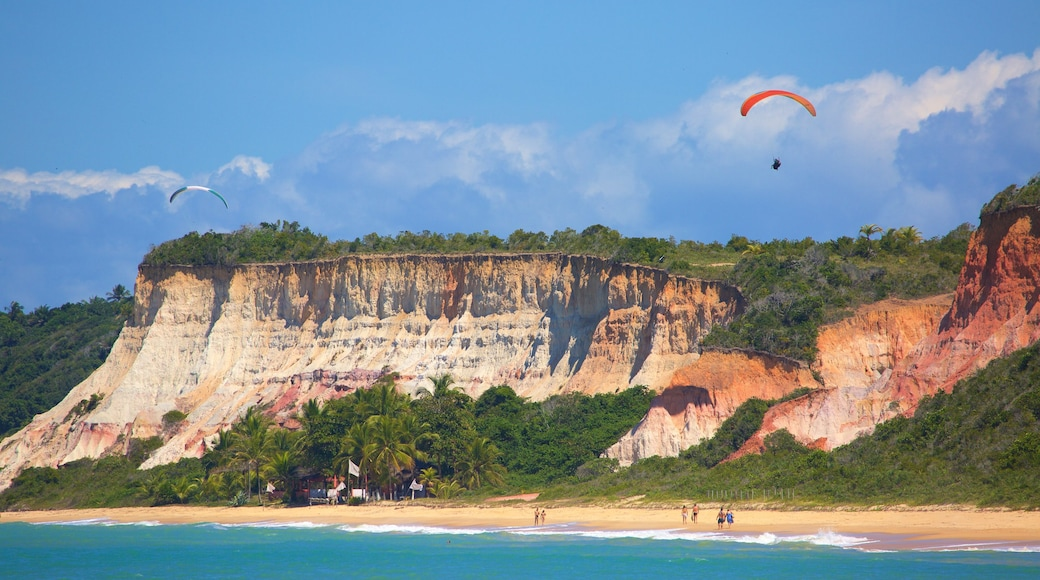 Praia de Pitinga que inclui paisagens litorâneas e litoral acidentado