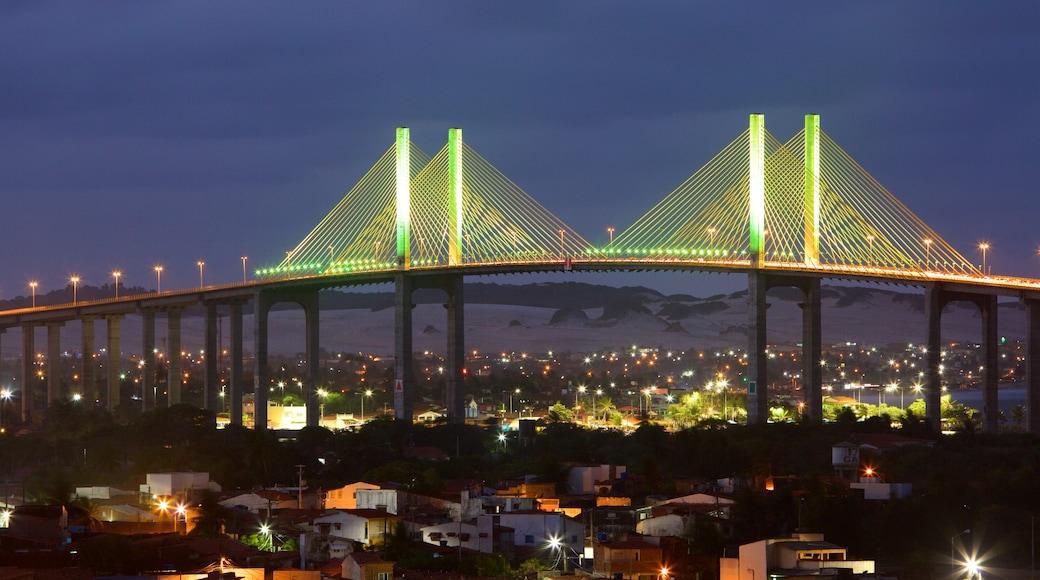 Ponte Newton Navarro caracterizando cenas noturnas e uma ponte