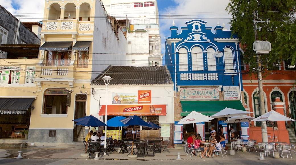 Porto da Barra Beach qui includes repas à l'extérieur aussi bien que un petit groupe de personnes