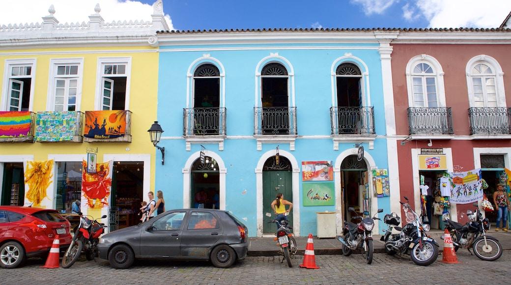 Terreiro de Jesus caracterizando uma praça ou plaza e cenas de rua