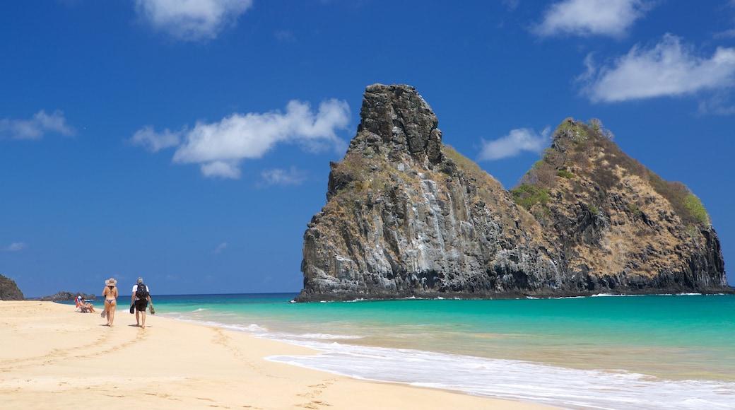 Strand von Cacimba do Padre welches beinhaltet Strand, allgemeine Küstenansicht und Inselansicht