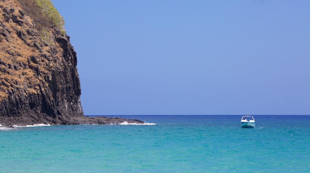 Strand von Cacimba do Padre das einen allgemeine Küstenansicht, Bootfahren und schroffe Küste
