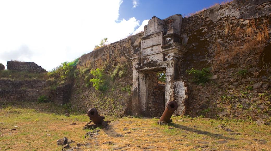 Remedios Fort das einen Geschichtliches, Militärisches und Gebäuderuinen