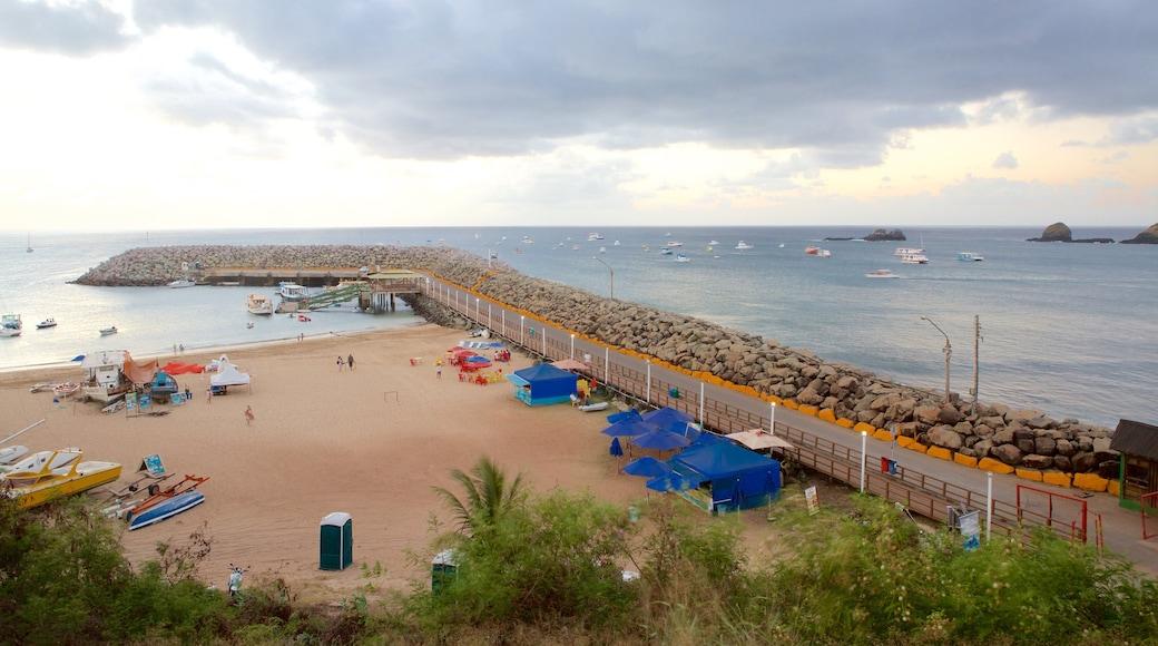 Hafen von Santo Antonio das einen allgemeine Küstenansicht und Strand