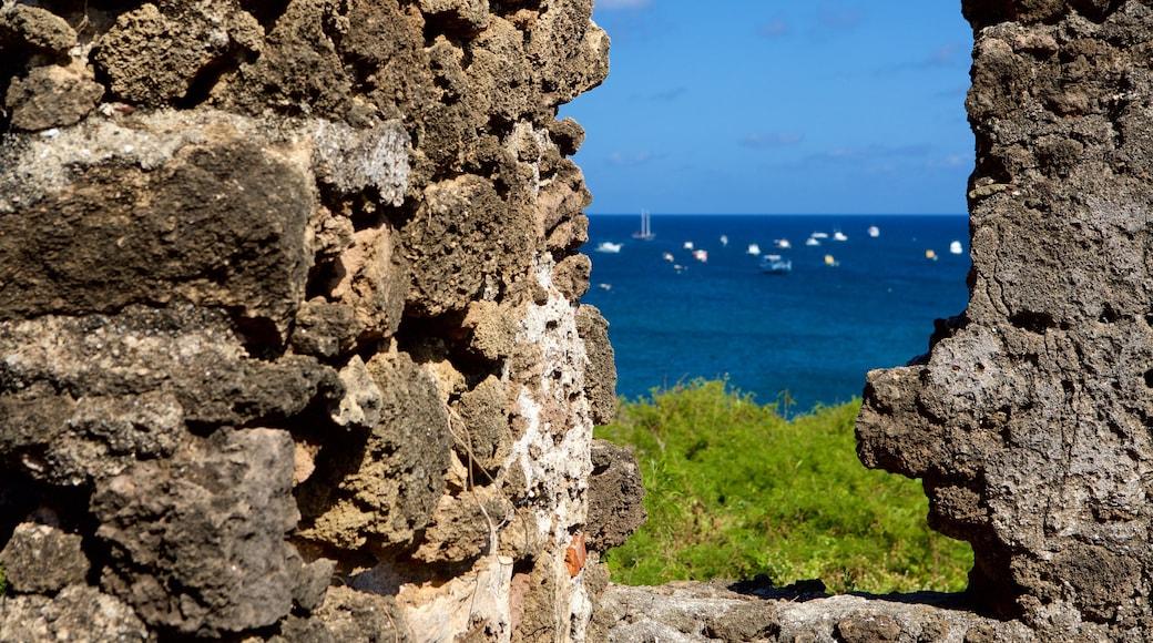 Forte de Santo António das einen Geschichtliches, Ruine und allgemeine Küstenansicht
