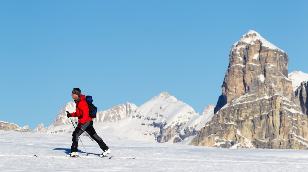 Corvara in Badia featuring snow shoeing, mountains and snow