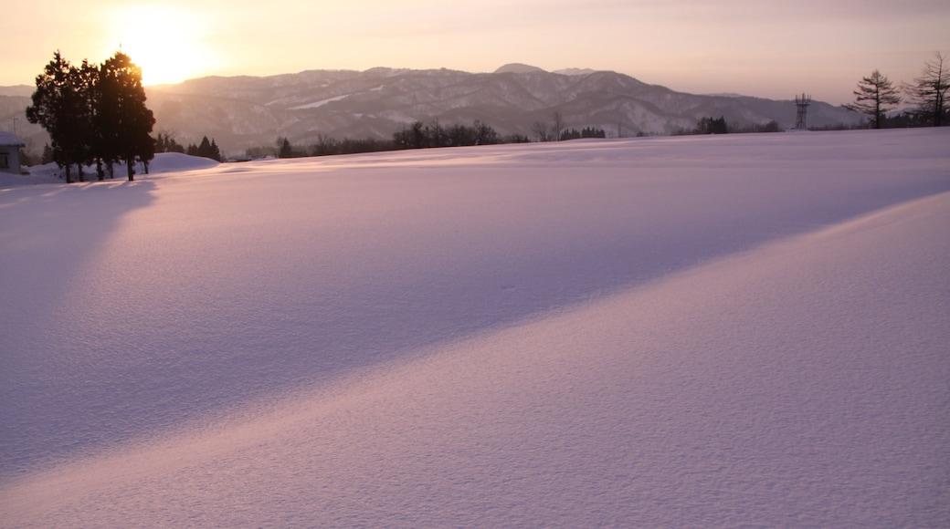 Myoko เนื้อเรื่องที่ พระอาทิตย์ตก และ หิมะ