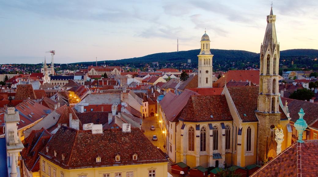 Goat Church johon kuuluu kaupunki, kirkko tai katedraali ja auringonlasku
