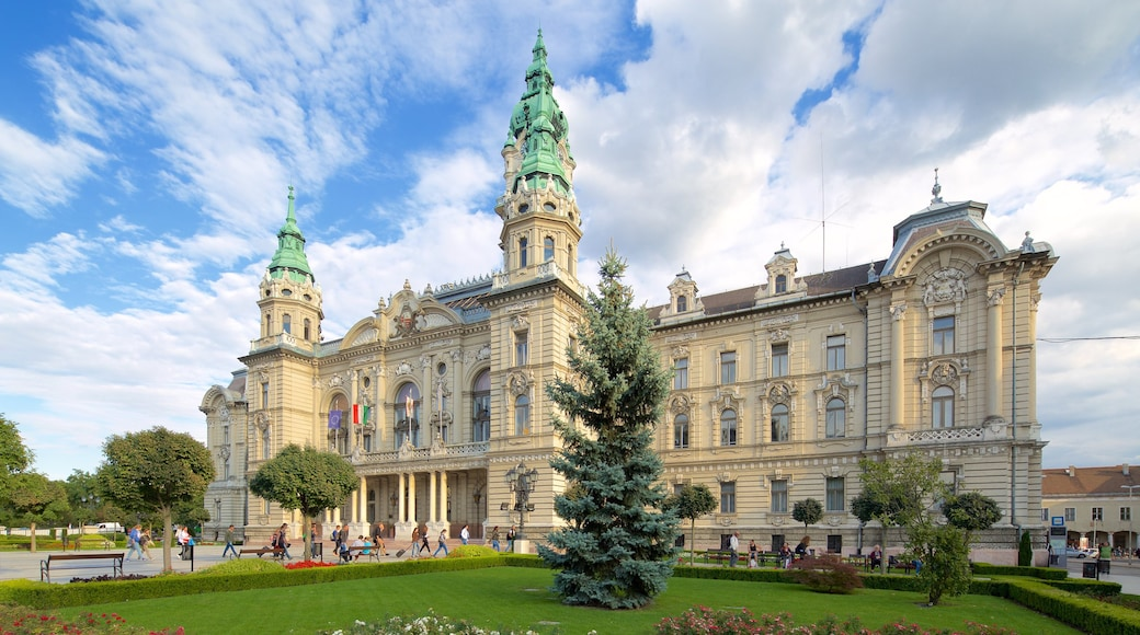 Gyor featuring hallintorakennus, vanha arkkitehtuuri ja puutarha