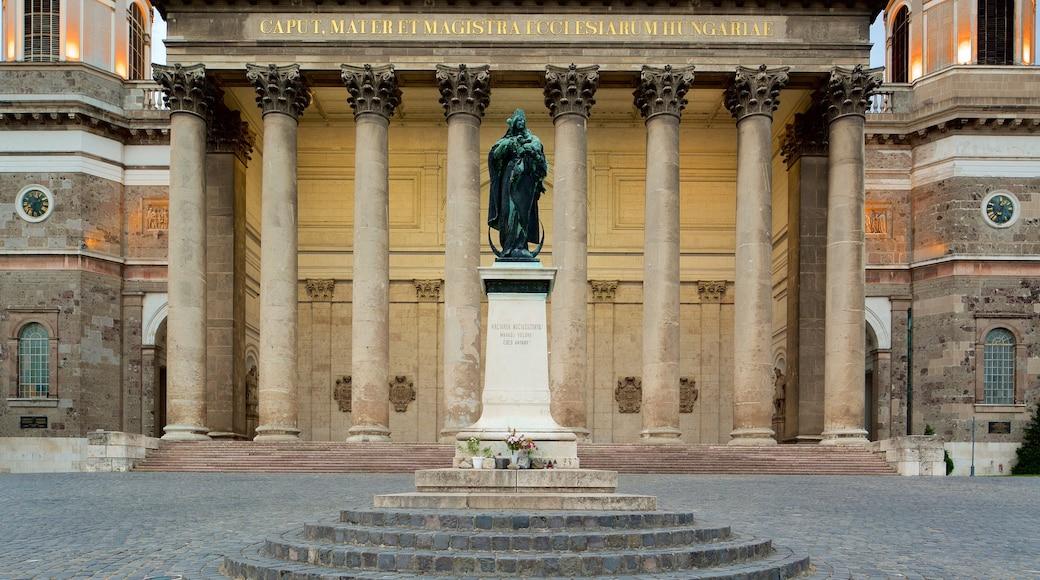 Esztergomin basilika featuring kirkko tai katedraali, muistomerkki ja patsas tai veistos