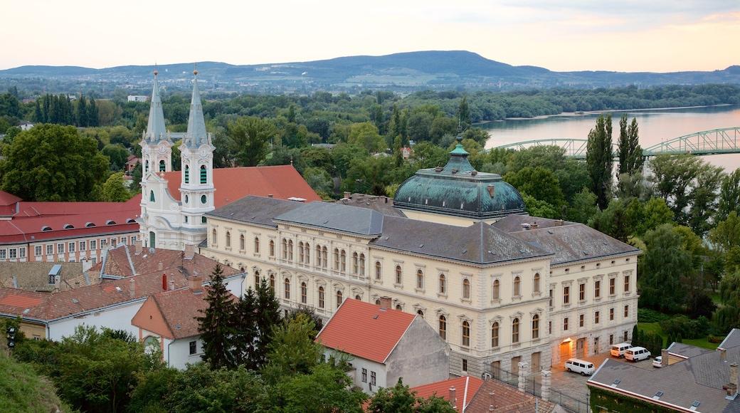 Esztergom johon kuuluu kirkko tai katedraali ja vanha arkkitehtuuri