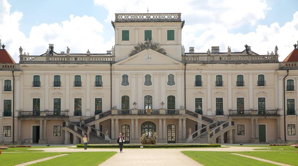Esterhazyn palatsi joka esittää vanha arkkitehtuuri, linna ja lähde